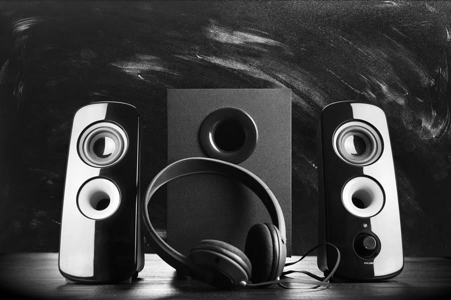 5 altavoces pequeños pero potentes para disfrutar de la música en cualquier lugar
